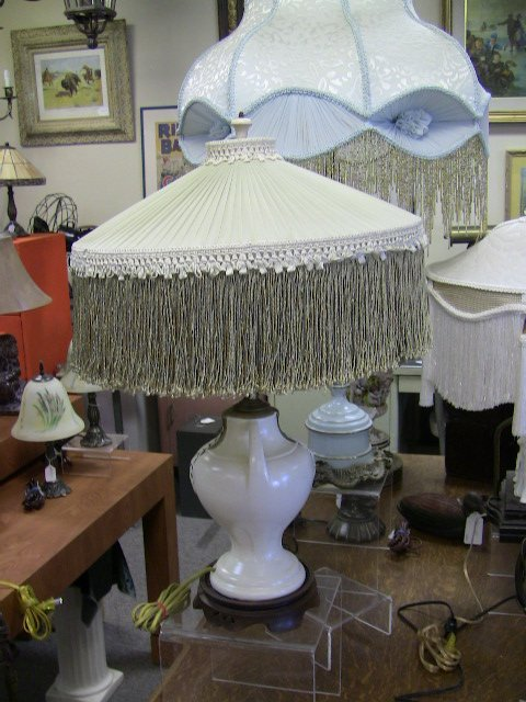 Table lamp with vintage lamp shade